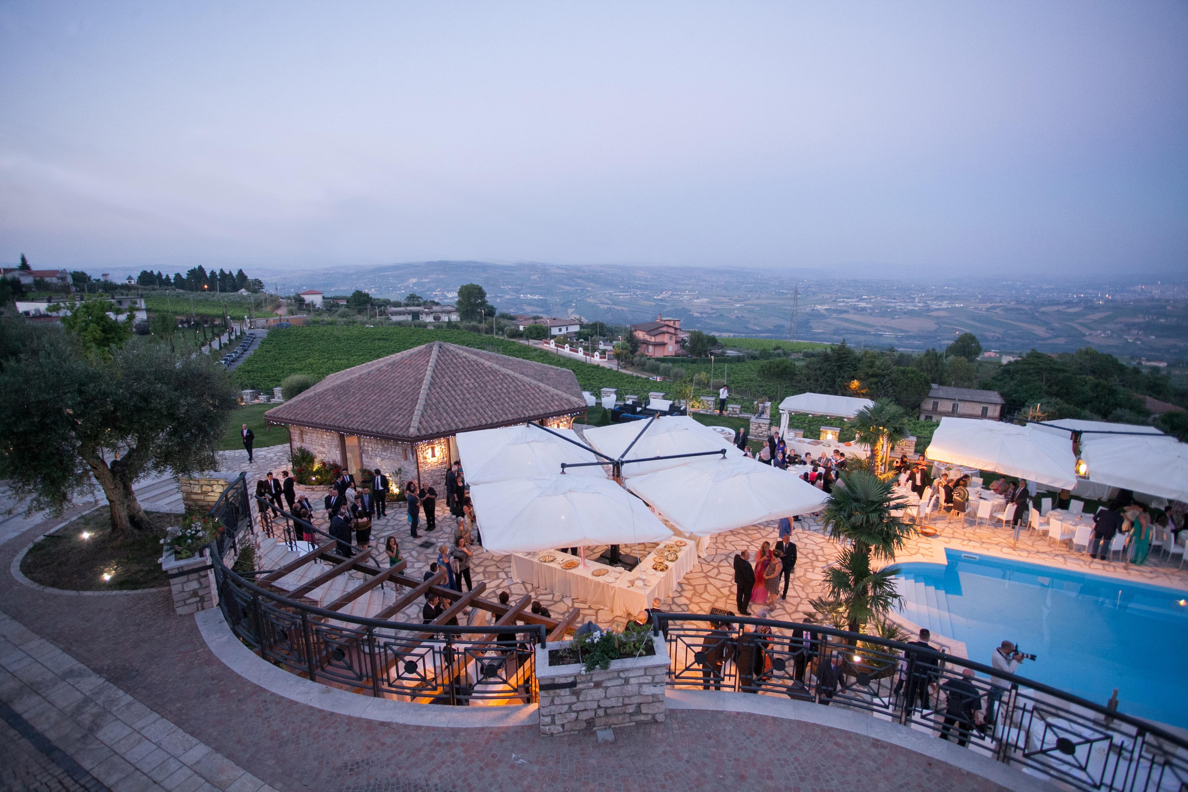 Il parco e la piscina villa matrimonio benevento for Piscina z